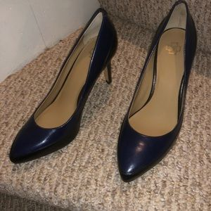 Ann Taylor blue and black pointed toe heel